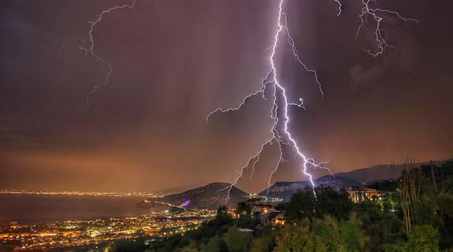 Fulmine spettacolare sui Colli di Sorrento