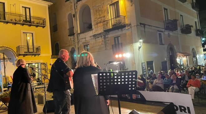 Gusta Minori 2021 ha rivisto insieme per una sera gran parte della Nuova Compagnia di Canto Popolare