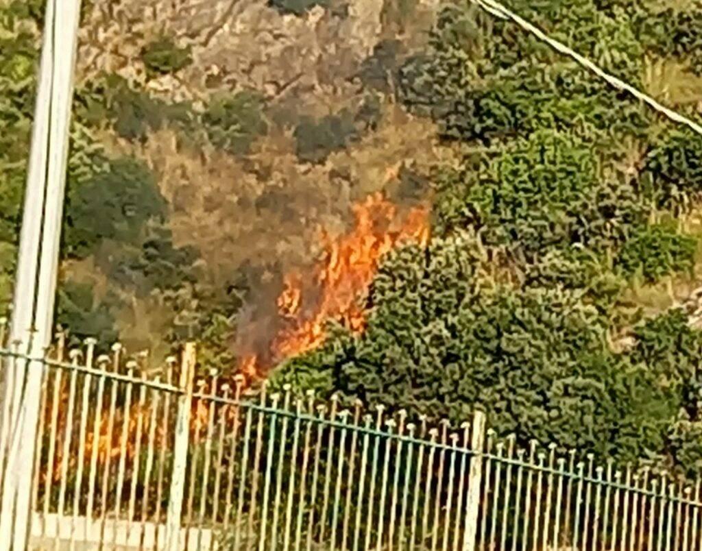 Maiori, ancora un incendio a Capo d'Orso
