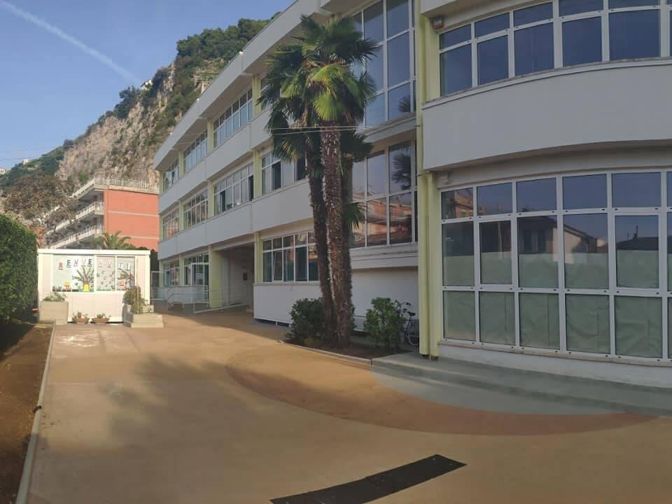 Maiori, lavori al piazzale d'ingresso ed alla copertura dell'Istituto Roberto Rossellini