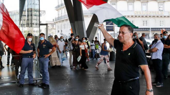 Manifestanti no green pass Napoli ANSA