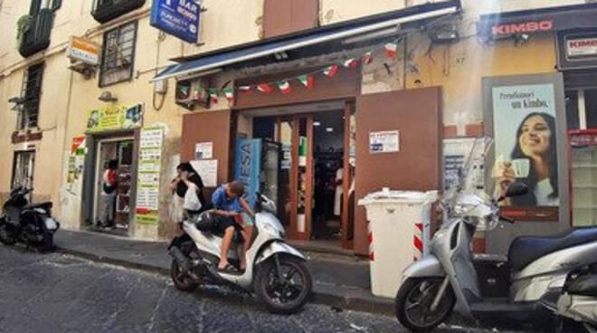 Napoli, il tabaccaio incastrato dal nipote della donna: «Estorsione registrata»