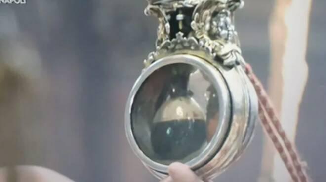 Napoli, si è compiuto il miracolo di San Gennaro: il sangue si è sciolto alle ore 10.01