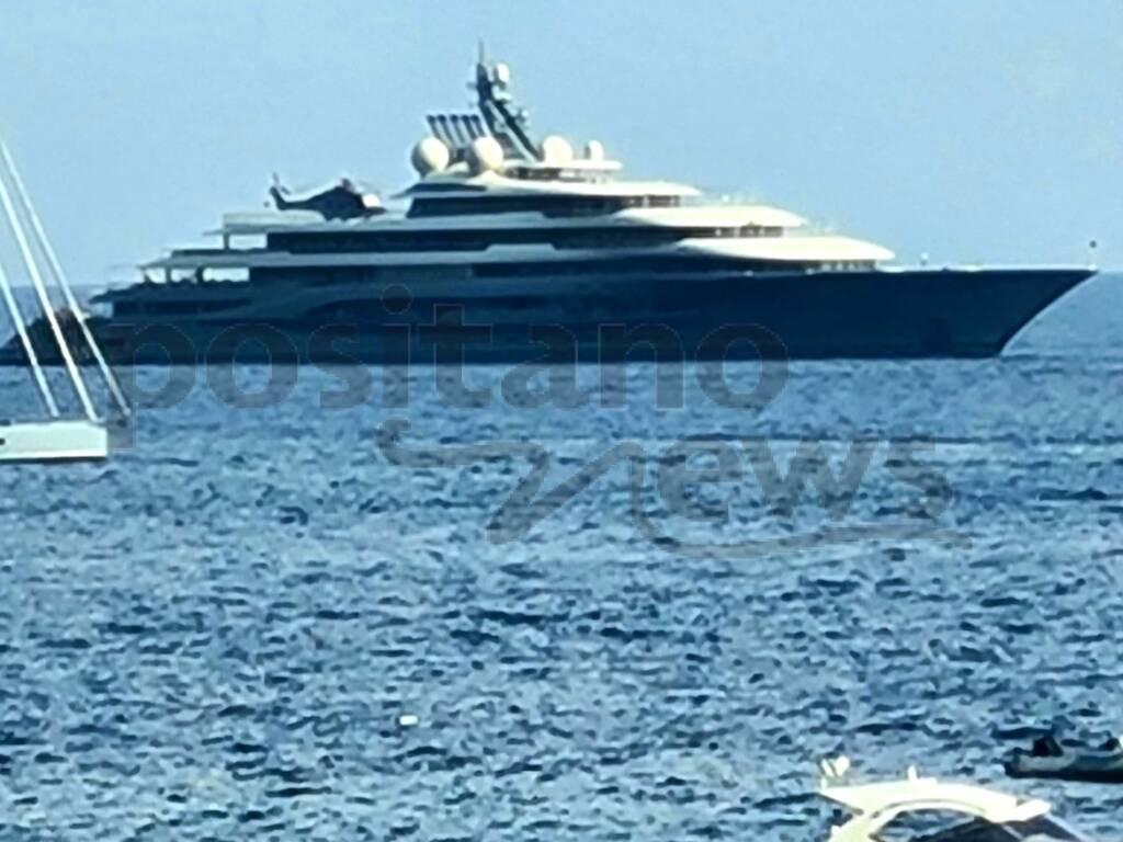 Nella radi di Positano il Flying Fox, lo yacht più lussuoso e costoso del mondo