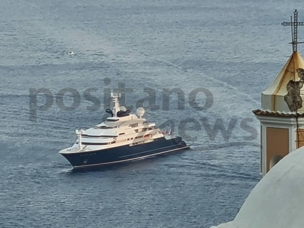 Nelle acque di Positano arriva il megayacht Octopus. E' stato di proprietà di Allen, cofondatore di Microsoft
