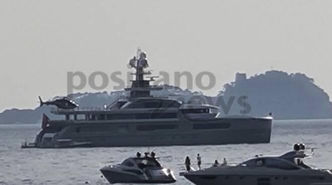 Nelle acque di Positano arriva il superyacht Cloudbreak