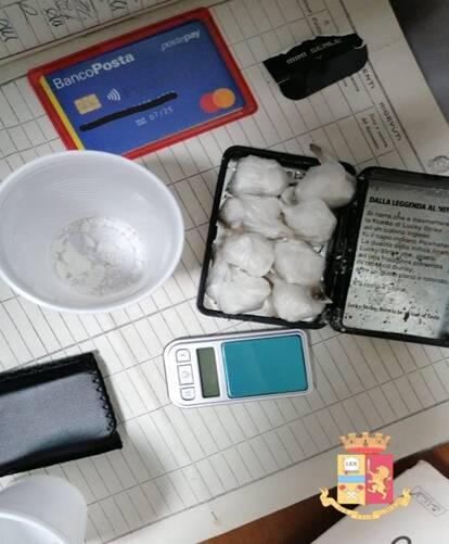 Nocera Inferiore, la polizia arresta una coppia di spacciatori di cocaina