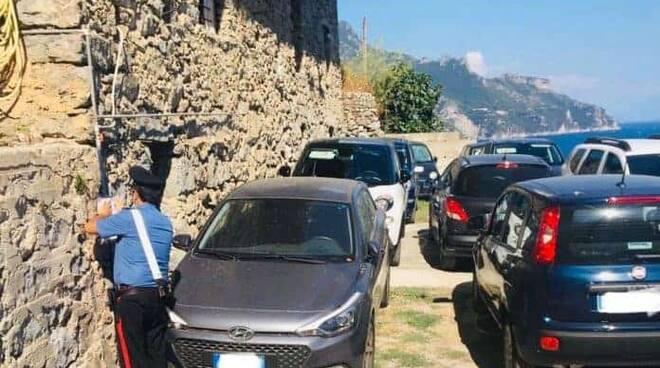 Parcheggiatori abusivi: un arresto e 26 denunce, controlli anche Costiera Amalfitana