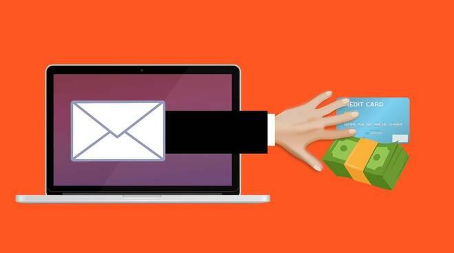 Positano, attenzione alle truffe via email:  nel mirino i commercianti