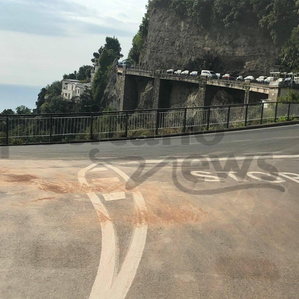 Positano: gasolio sulla carreggiata dal bivio di Montepertuso a Nocelle, ecco il motivo