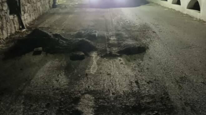 Praiano asfalto strada nella notte