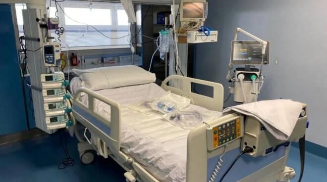 Salerno: donna incinta e no vax positiva al Covid, ricoverata in ospedale