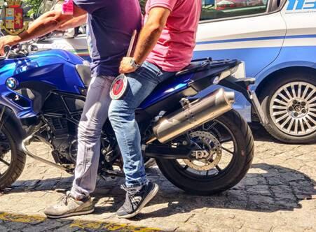 Salerno, droga nel centro storico: sorpreso dalla Polizia sotto casa con cocaina