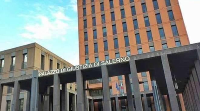 Salerno: ruba portafogli nella cittadella giudiziaria, arrestato