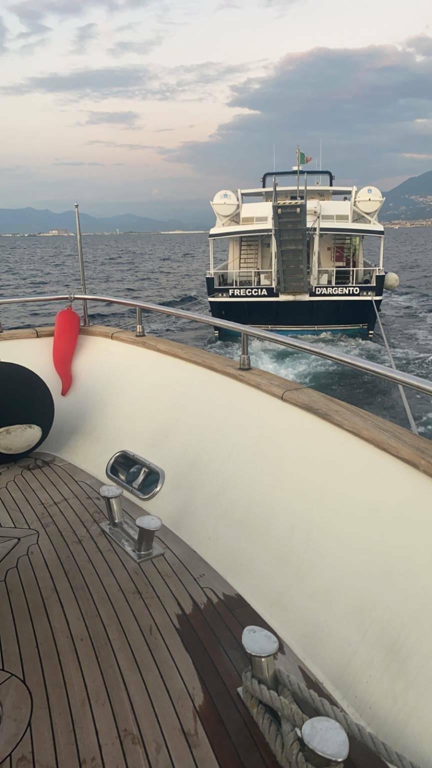 Soccorso a mare a Napoli