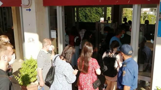 Sorrento: tornano i controllori, lunga la fila alla biglietteria della stazione