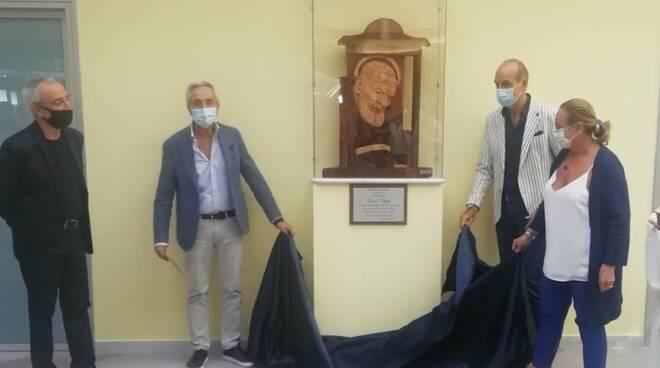 Statua di San Pio all'Ospedale Ruggi di Salerno