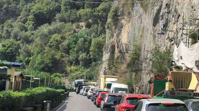 Torna l'estate a Positano: traffico in località Cascata