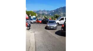 Traffico al bivio di Castiglione di Ravello con conseguenti disagi per turisti e residenti