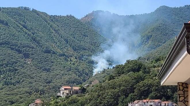 Tramonti incendio a Cesarano