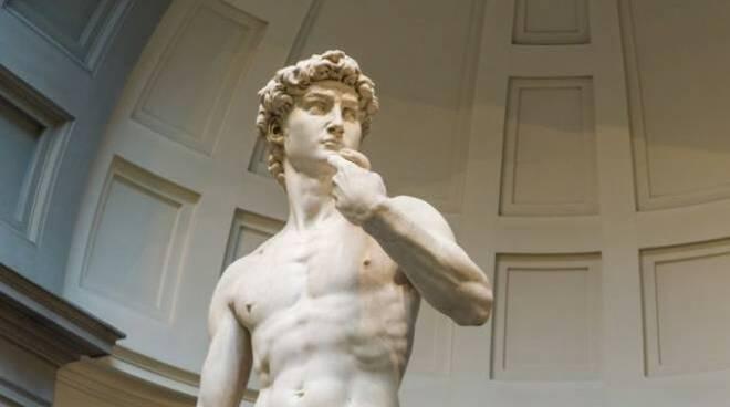 All'Expo di Dubai esposta una copia del David di Michelangelo con le nudità nascoste. E' polemica