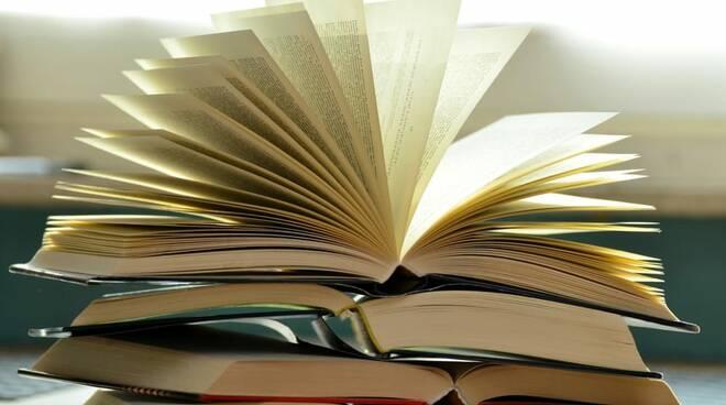 Amalfi, contributi per acquisto libri delle scuole secondarie di I° e II° grado. Ecco il bando