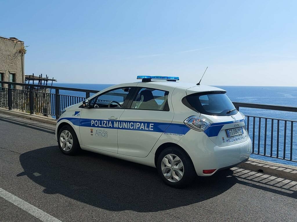 Amalfi, nuova auto elettrica per la Polizia Municipale