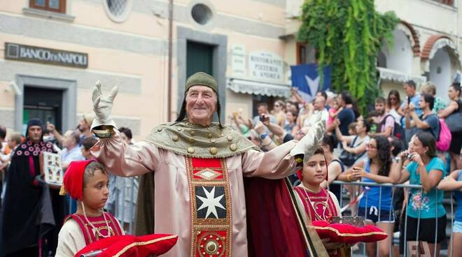 """Amalfi saluta """"a braccia aperte e col sorriso"""" Alfredo D'Amato"""