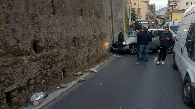 Auto schiantata a Salerno