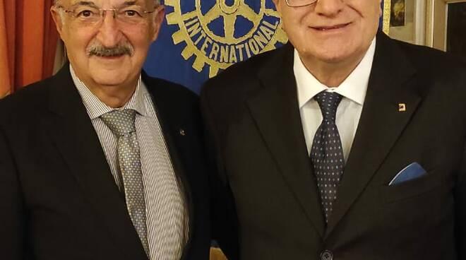 Rotary Club Sorrento. Un incontro-dibattito ad alto livello su politica internazionale ed economia con lo scrittore Raffaele Lauro. Le prospettive 2022 del turismo