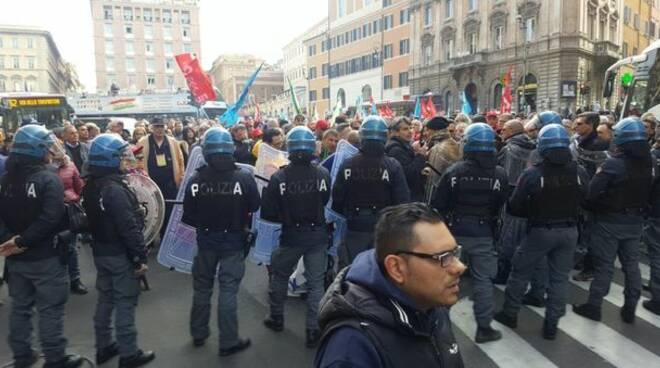 ULTIM\'ORA: Macello a Roma da parte dei no Green Pass