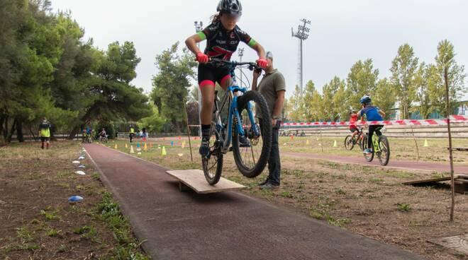 Bike School Napoli, nasce la prima scuola di ciclismo in città: corsi gratuiti per i giovani svantaggiati Tante biciclette per l'inclusione e contro le devianze