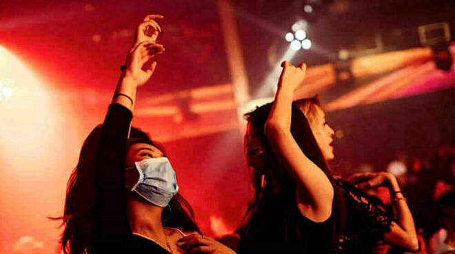 Covid: riaprono le discoteche ma i gestori protestano