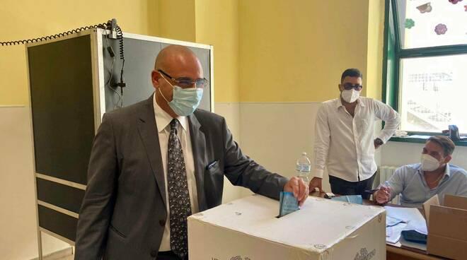 Napoli al voto