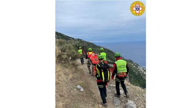 Positano-Agerola, escursionista cade sul Sentiero degli Dei. Soccorsa dal CNSAS