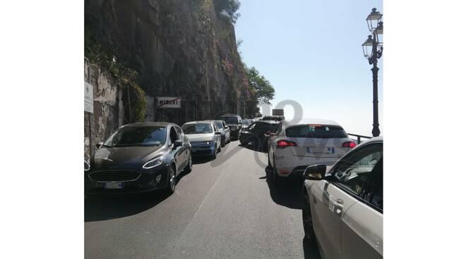 Traffico bloccato tra Minori e Maiori al semaforo
