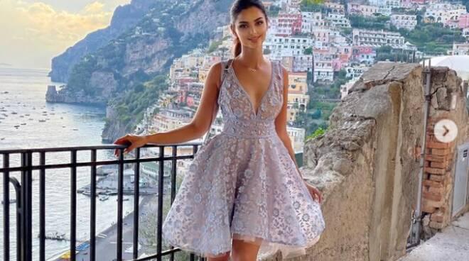 Vacanze a Positano per la modella Mahlagha Jaberi